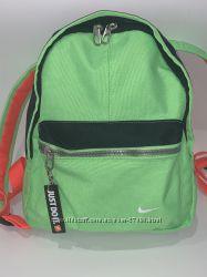 Прекрасный рюкзачок Nike в прекрасном состоянии