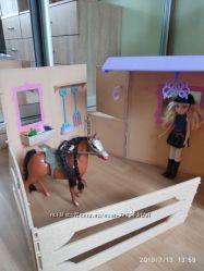 Кукла Мокси и конюшня