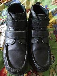 Bartek демисезонные идеальные кожаные модельныеботинки в идеальном состояни