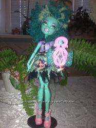 Куколки Monster High Хани, Вамперина