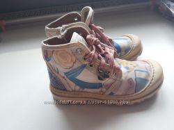 Шикарные ботиночки с Алисой MONNALISA