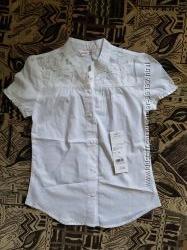 Продам белую новую блузку для девочки Глория Джинс