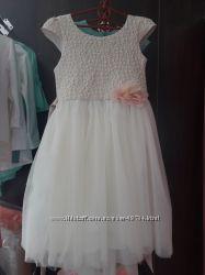Красивое и нарядное платья р. 134