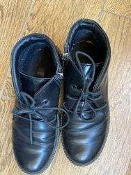 Продам красивенные тёплые ботинки, глянцевая кожа 37
