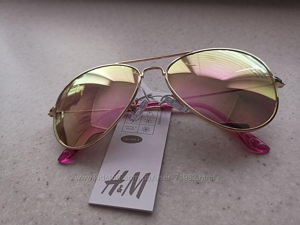 Солнцезащитные очки H&M.