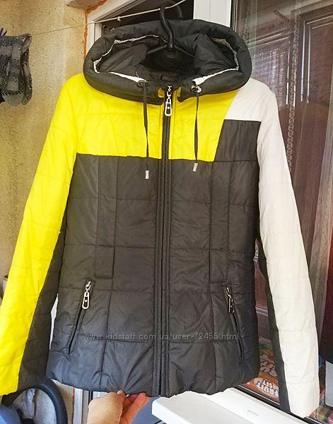 Демисезонная куртка утепленная 42-44 р.
