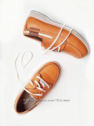 Стильные туфли топсайдеры