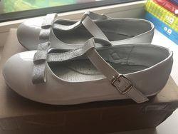 Продам кожаные , лаковые туфли Evie