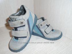 Классные демисезонные, кожаные ботинки Ессо