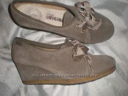 5 12 -  24. 5 см замшевые  туфли ф.  Clarks   оригинал