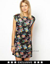 Платье by Love с мини шлейфом