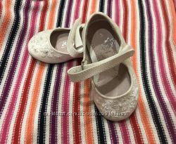 Новенькі туфельки розмір 3 для дівчинки фірми Next