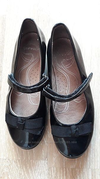 Туфли 32 размер. кожанная стелька.