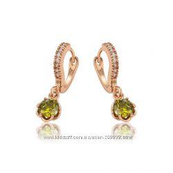 Сережки GF 18К с прекрасными зелеными камнями