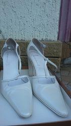 Туфли белые модельные длинный носок