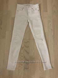 Шикарные белые джинсы скинни Stradivarius недорого