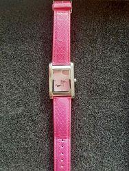 Розовые часы Мери Кей в идеальном состоянии