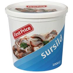 Селедка в кисло-сладком маринаде с репчатым луком и специями / Норвегия