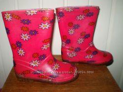 Гарненькі яскраві гумові чобітки