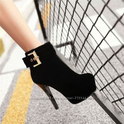 Стильные женские ботинки ботильоны на каблуке.