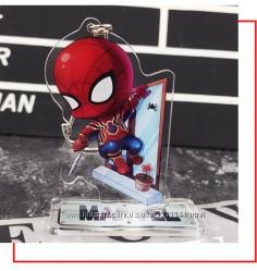 Брелок 2в1, фигурка на подставке Супергерои Marvel Comics. Человек-Паук.