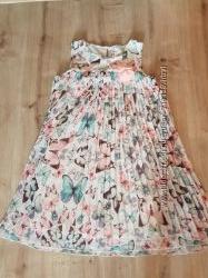 Платье в бабочках H&M. 140 р.