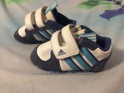 Продам пинетки кроссовки Adidas Адидас оригинал 17-18 р. стелька 10, 5-11