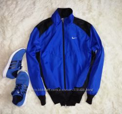 Яркая кофта Nike