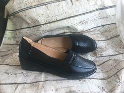 Туфли женские новые  на танкетке  в наличии