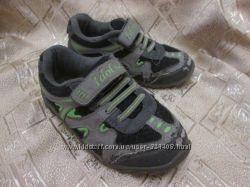 Кроссовки на липучках серого цвета с салатовыми вставками р. 27 на 4-5 лет