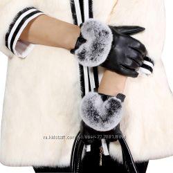 Чёрные перчатки с мехом