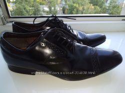 Туфли классика нат. кожа Clarks на 40-41 р. на стопу 26, 5см узкую ногу