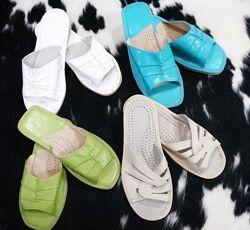 Тапочки кожаные с открытым носком женские