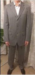 Мужской светлый костюм