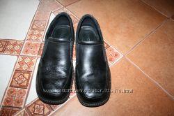 Продам шкільні  туфлі ЕССО на хлопчика р. 37