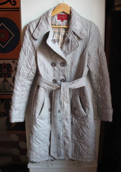 Демисезонное стеганное пальто классического покроя, тренчкот