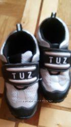 Стильные кроссовки на мальчика в отличном состоянии