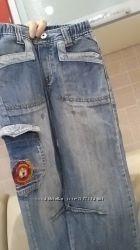 стильные джинсы на резинке в поясе
