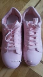 Стильные кроссовки новые женские