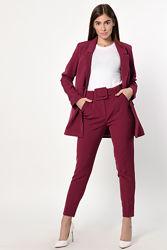 Лаконичный костюм с пиджаком и брюками