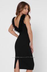Дизайнерское платье футляр с отделкой из перьев