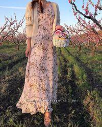 Длинное платье бледно розового оттенка с цветочным принтом, Италия
