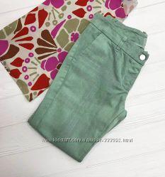 Зауженные джинсы мятного цвета с цветочным принтом, Италия.