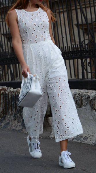 Женский белый комбинезон с брюками- кюлотами из коттонового шитья, Италия