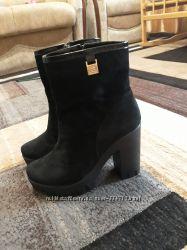 Продам замшевые зимние ботинки 40 р.