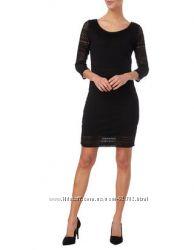 Маленькое чёрное платье из кружевного трикотажа