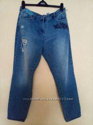 Новые джинсы бойфит с вышивкой