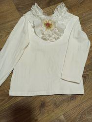 Белая блуза-футболка с длинным рукавом