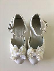 Нарядные туфельки для девочки