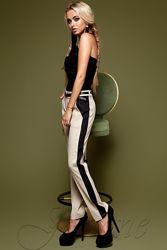 Стильные брюки с лампасами